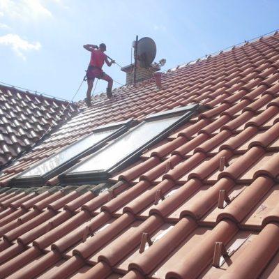 Čistenie strechy od lyšajov a machu - Poprad - ProRoof