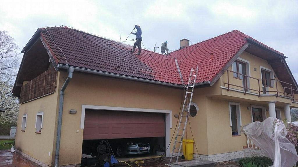 Čistenie strechy z betónovej škridle, Banská Bystrica - ProRoof